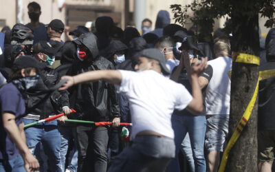 I fascisti dalle curve al centro di Roma. Aggressioni contro giornalisti e polizia